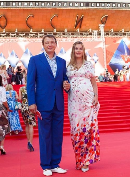 Третий брак Марата Башарова: актер женится после знакомства в соцсети - фото №1